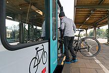 Zugeinstieg mit Fahrrad